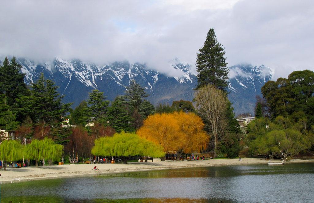 Picturesque  Queenstown,   New  Zealand